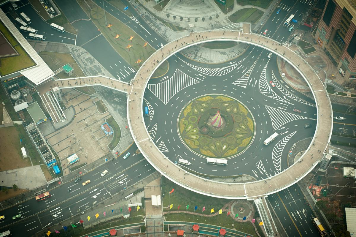how to drive around a roundabout uk