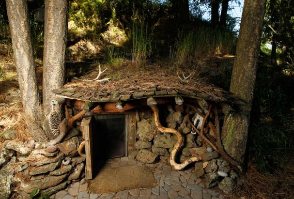 Hobbit Hole House living in a real-life hobbit house